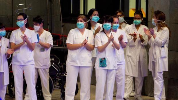Alvaro Cunqueiro Hospital - Sanitarios Aplaudiendo